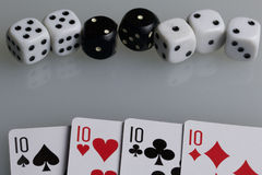 Karty i kostka do gry Akcesoria dla gry Zdjęcie Royalty Free