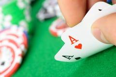 Karty wygrywa kombinację w Czarny Jack w ręce Fotografia Royalty Free