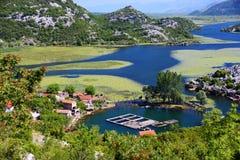 Karuc by på sjön Skadar, Montenegro Arkivbilder