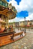 Karusell i Honfleur bygränsmärke. Calvados region, Normandie, Frankrike Royaltyfri Foto