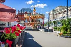Karusell i Moskva och blommor Royaltyfri Fotografi