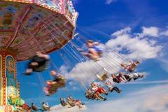 Karusell i rörelsesuddighet på på den största folk festivalen av wen royaltyfria foton