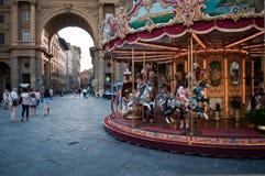 Karusell och båge arkivfoto