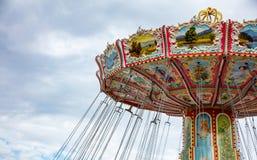 Karusell på bakgrund för molnig himmel Oktoberfest Bayern, Tyskland royaltyfria bilder