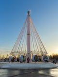 Karusell på fyrkanten framme av den centrala `-paviljongen för `, VDNKH, Moskva, Januari 2017 Royaltyfri Foto