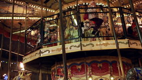 Karusell på jul som är ganska på röd fyrkant i Moskva stock video