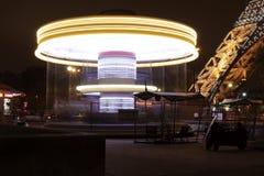 Karussell nahe bei dem Eiffelturm Paris Frankreich lizenzfreie stockbilder