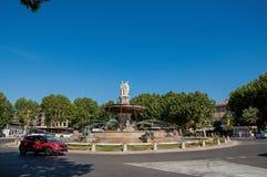Karussell und Brunnen in Aix-en-Provence Stockfotografie