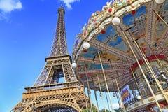 Karuzela i wieża eifla w Paryż zdjęcia royalty free