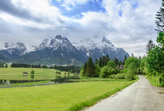 Karwendel berg i vår royaltyfria bilder