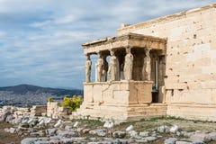 Karyatiden bei Erechtheum des Parthenons in Athen Griechenland Erechtheio lizenzfreies stockfoto