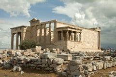 Karyatider erechtheumtempel på akropolen av Aten, Grekland Royaltyfri Bild