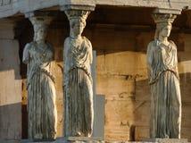 Karyatiderna från den Erechteum templet, akropol, Aten, Grekland royaltyfri fotografi