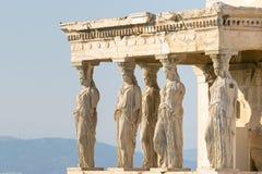 Karyatidstatyer på akropolen i Grekland Arkivbilder