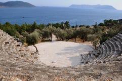 Kas的(Antiphellus,土耳其Lycian镇残余剧院  免版税库存图片