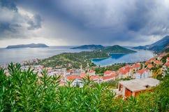 Kas. Turkiet. Panorama- beskåda till Kastelorizo Arkivfoto