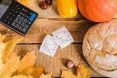 Kasa i rachunek na stole Zdjęcie Stock