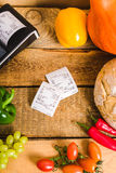 Kasa i rachunek na stole Zdjęcie Royalty Free