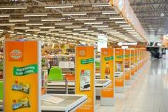 Kasa pas ruchu Globusu supermarket Zdjęcie Royalty Free