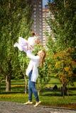 Kasachische Mutter mit Kindern Lizenzfreies Stockfoto