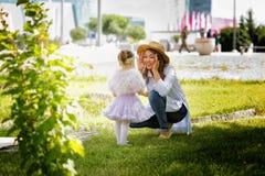 Kasachische Mutter mit Kindern Stockbild