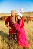 Kasachischer Mann und Frau in den nationalen Kostümen Stockbild