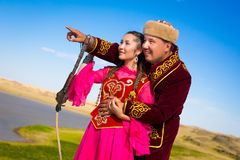 Kasachischer Mann und Frau in den nationalen Kostümen Lizenzfreies Stockbild