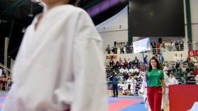 Kasan, Russland am 8. April 2017 Palast von Einzelkämpfe ` Ak hält ` Kinderkaratewettbewerb WKF ab - Kindersportler kommen in stock video footage