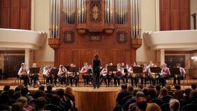 Kasan, Russland - 15. April 2017: Saydashev-Zustands-großes Konzertsaal - großes Kind-` s Streichorchester auf Szene