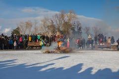 Kasan, Russland - 28. Februar 2017 - Sviyazhsk-Insel: Russischer ethnischer Karneval Maslenitsa - auf dem Quadrat das Bildnis von Stockfoto