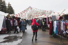 Kasan, Russland - 2 Handelszentrum 2017: Gedrängte Marktstraße auf dem offenen Bazarmarkt Lizenzfreie Stockfotografie
