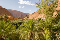 Kasbah στα βουνά (τοπίο) Στοκ φωτογραφία με δικαίωμα ελεύθερης χρήσης