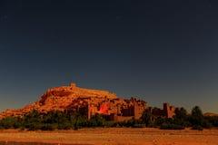 Kasbah Ait Ben Haddou τη νύχτα στα βουνά ατλάντων του Μαρόκου Στοκ φωτογραφία με δικαίωμα ελεύθερης χρήσης