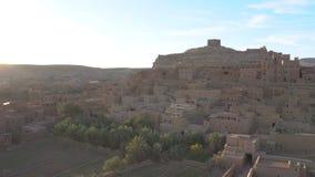 Kasbah Ait Ben Haddou dans les montagnes d'atlas, Maroc, timelapse banque de vidéos