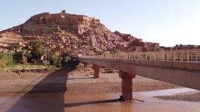 Kasbah Ait Ben Haddou en las montañas de atlas, Marruecos, almacen de metraje de vídeo