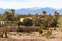 Kasbah, règlement traditionnel d'argile de berber dans le désert du Sahara, Maroc photos stock