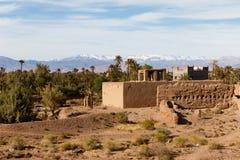 Kasbah, stabilimento tradizionale dell'argilla di berbero in deserto del Sahara, Marocco immagine stock