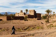 Kasbah, stabilimento tradizionale dell'argilla di berbero in deserto del Sahara, Marocco fotografia stock libera da diritti