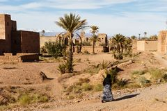 Kasbah, stabilimento tradizionale dell'argilla di berbero in deserto del Sahara, Marocco fotografia stock