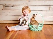 Kash et le lapin de Pâques photographie stock