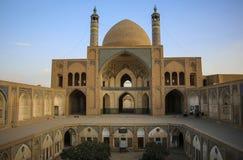 KASHAN, IRAN WRZESIEŃ 23, 2018: Agha Bozorg meczet i szkoła obraz stock
