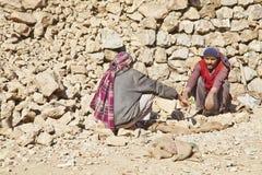 οι μεταφορείς σπασιμάτων κουβεντιάζουν τη kashmiri λήψη βράχου Στοκ Εικόνες