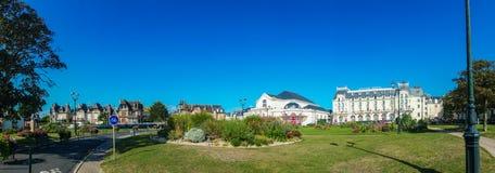 Kasino av Cabourg och det storslagna hotellet Arkivfoton
