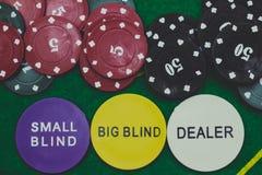 Kasino-Chips und Händler stockfoto