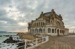Kasino constanta Rumänien am Winter lizenzfreie stockfotos