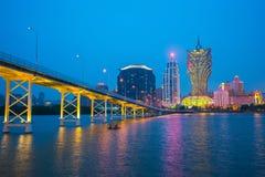Kasino-Gebäudeskylinenacht in Macao Stockfoto