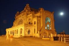 Kasino i Constanta (Rumänien) vid natt Arkivbilder