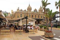Kasino Monte - carlo och kafé de Paris i Monte Carl arkivfoto