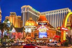 Kasino Royale i Las Vegas - aftonsikt - LAS VEGAS - NEVADA - APRIL 23, 2017 Arkivbild