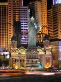 Kasino und Hotel New York New York in Las Vegas bis zum Nacht stockfotos